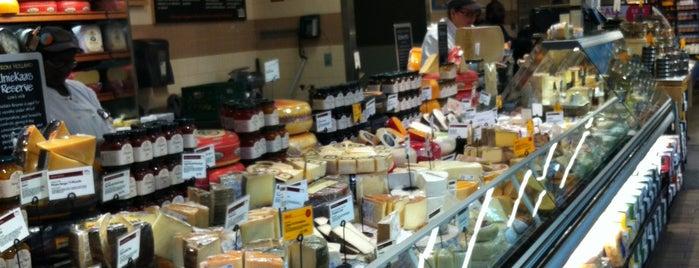 Whole Foods Market is one of Lugares favoritos de Maureen.