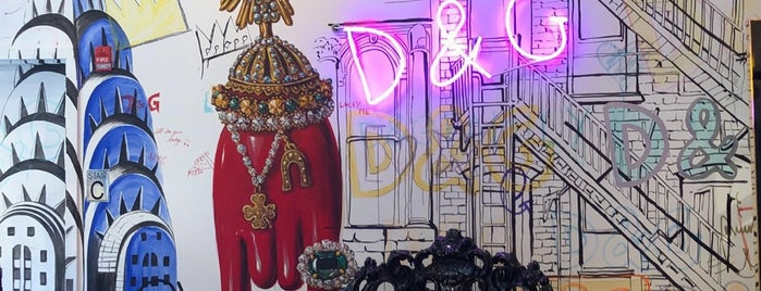 Dolce&Gabbana is one of New York Shopping.