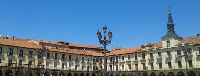 Plaza Mayor is one of Orte, die Ysabel gefallen.