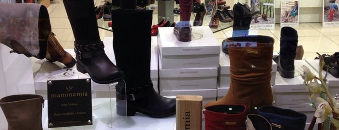Rupa Shoes & Bags is one of Gespeicherte Orte von Pınar.
