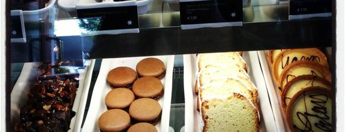 Starbucks is one of Lugares favoritos de Tasos.