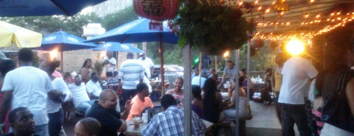 Reggie's Trainwreck Rooftop Deck is one of Guide to Chicago.
