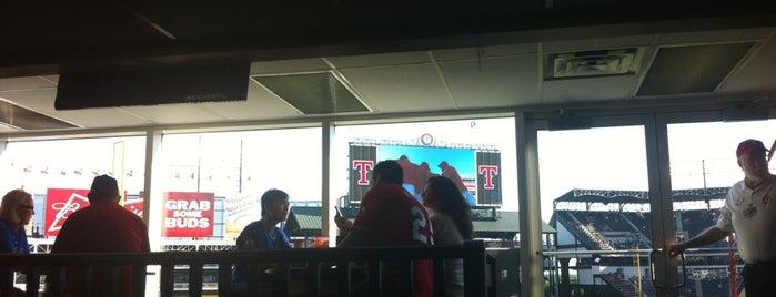 Boddingtons Bar is one of Stacy'ın Beğendiği Mekanlar.