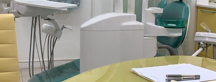 مجمع عيادات الفايز وأبو عجمة لطب الأسنان is one of اسنان.