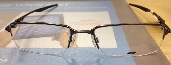 LensCrafters is one of Lieux qui ont plu à Tiffany.