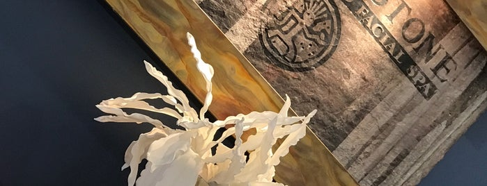 Hand & Stone is one of Posti che sono piaciuti a Khem.