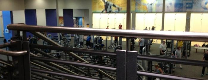LA Fitness is one of สถานที่ที่ James ถูกใจ.