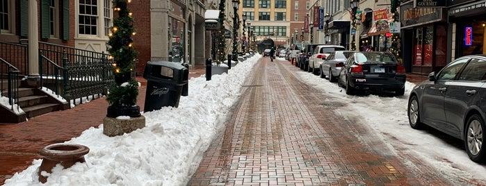 Downtown Hartford is one of สถานที่ที่ Andrew ถูกใจ.