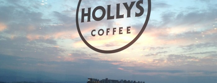 HOLLYS COFFEE is one of Locais curtidos por Edward.