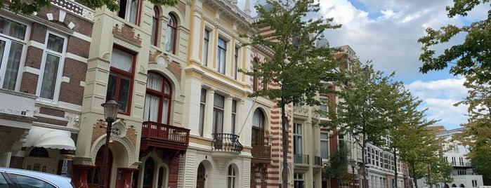 Zevenlandenhuizen is one of Amsterdam.