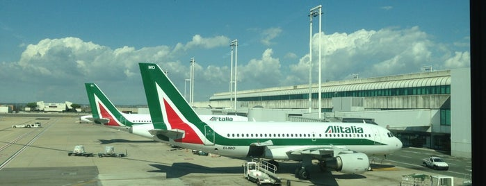 Terminal 1 is one of สถานที่ที่ Alan ถูกใจ.