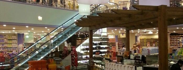 Danube Hypermarket is one of สถานที่ที่ Amal ถูกใจ.
