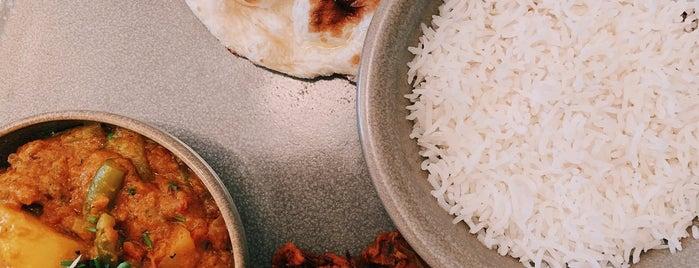 Singh's Indian restaurant & bar is one of Locais salvos de Gerrit.