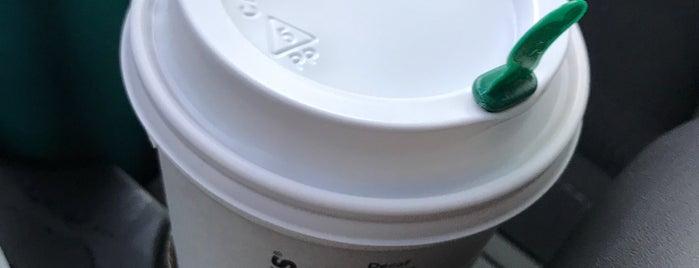 Starbucks is one of April 님이 좋아한 장소.