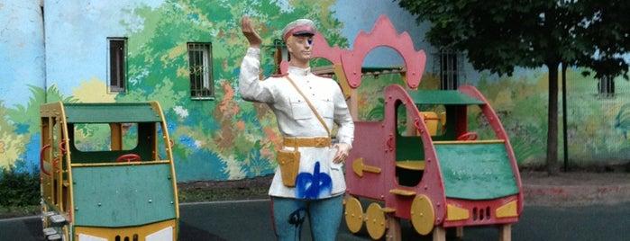 Детская площадка с Дядей Степой is one of СПб. Необычные места.