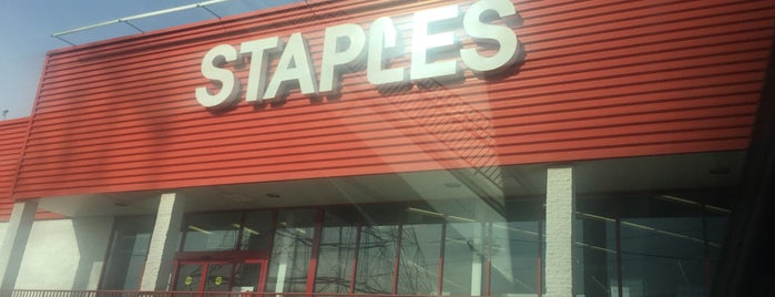 Staples is one of Locais curtidos por IS.