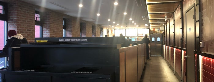 Mamoun's Falafel is one of สถานที่ที่ Emilio ถูกใจ.