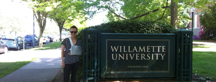 Willamette University is one of Locais curtidos por Emily.