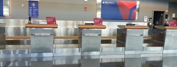 Delta Air Lines is one of Danny'ın Beğendiği Mekanlar.