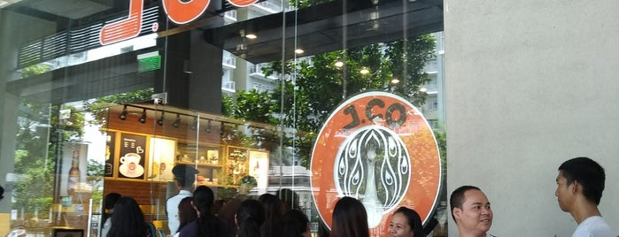 J.CO Donuts & Coffee is one of Tempat yang Disukai Gerald Bon.
