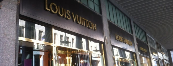 Louis Vuitton is one of Tempat yang Disukai Ico.