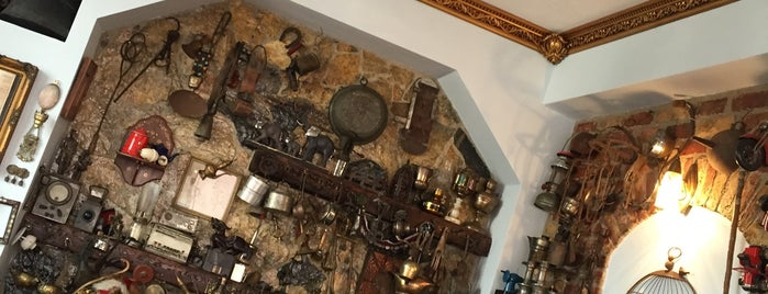 pazar antik mezat is one of Tükkanlar 👒👗👓.