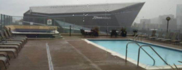 Bridgewater Rooftop Pool is one of Lugares favoritos de John.