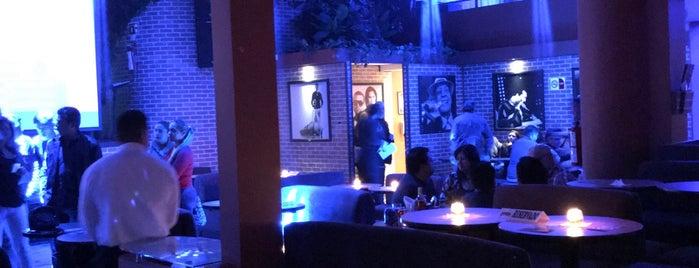 Salón Mambocafé is one of Lieux qui ont plu à Rocio.