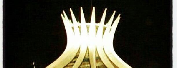 Catedral Metropolitana de Brasília is one of Diversos.