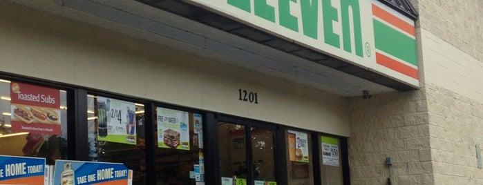 7-Eleven is one of Posti che sono piaciuti a Wayne.