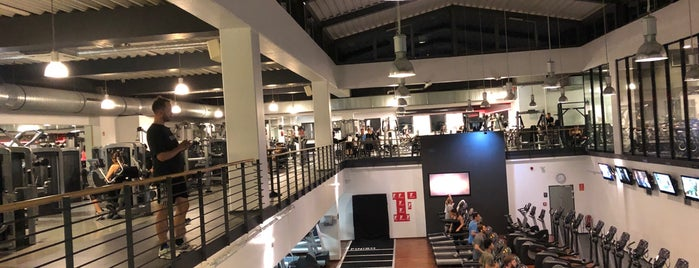 Fitness First is one of Köln Hangouts.