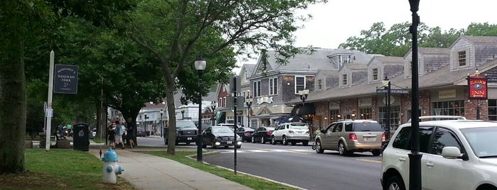 Falmouth Main Street is one of Dougさんの保存済みスポット.