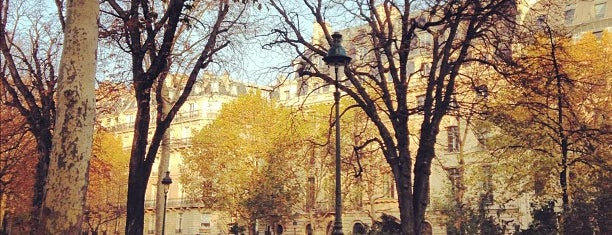 Square Louis XVI is one of Elena: сохраненные места.