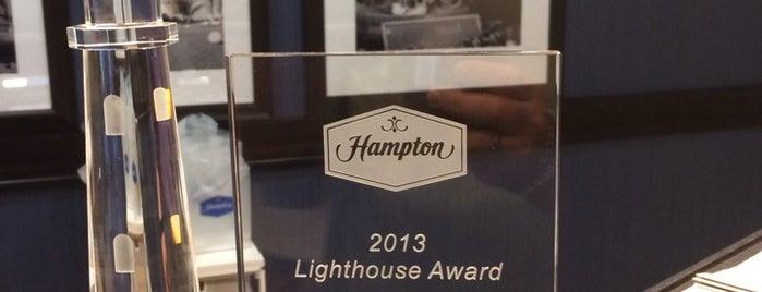Hampton Inn & Suites is one of Justin'in Beğendiği Mekanlar.