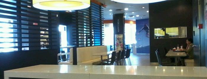McDonald's is one of Locais curtidos por Volkan.