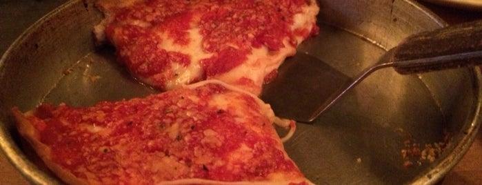 Lou Malnati's Pizzeria is one of Orte, die Erika gefallen.