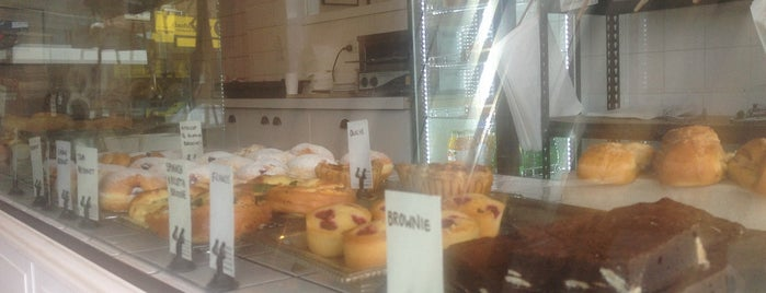 Parisian Patisserie Boulangerie is one of Tempat yang Disimpan Alex.