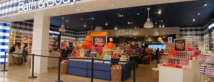Bath & Body Works is one of Danさんのお気に入りスポット.