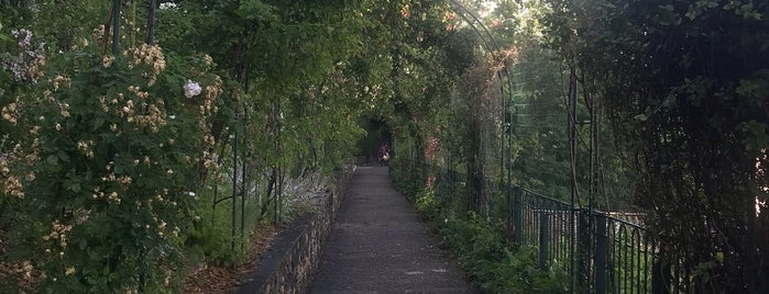 Jardins du Rosaire is one of Lugares favoritos de Denis.