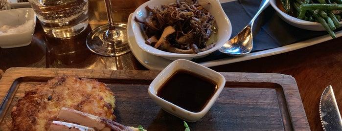 The Crazy Bear English Restaurant is one of Posti che sono piaciuti a Carl.