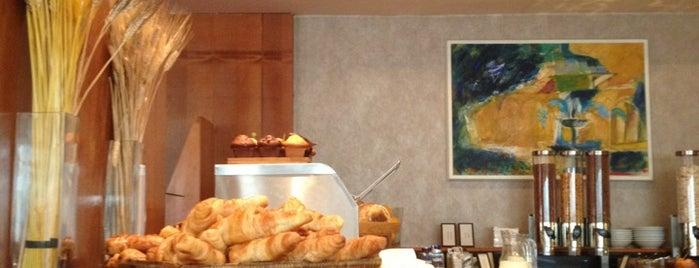 Executive Lounge Hilton Prague is one of Lugares favoritos de Lewin.