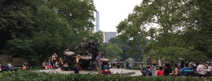 Alice in Wonderland Statue is one of Sofia'nın Beğendiği Mekanlar.