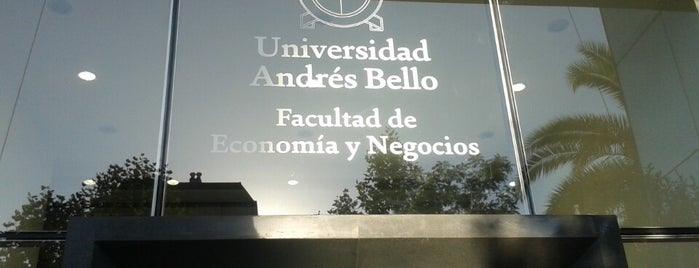 Universidad Andres Bello is one of Lieux qui ont plu à Nicole.