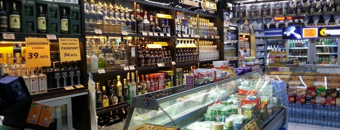 Vardar Tekel Shop is one of สถานที่ที่บันทึกไว้ของ Emre.