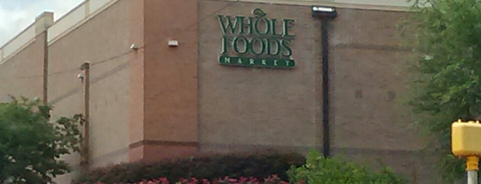 Whole Foods Market is one of Lugares guardados de Holly.
