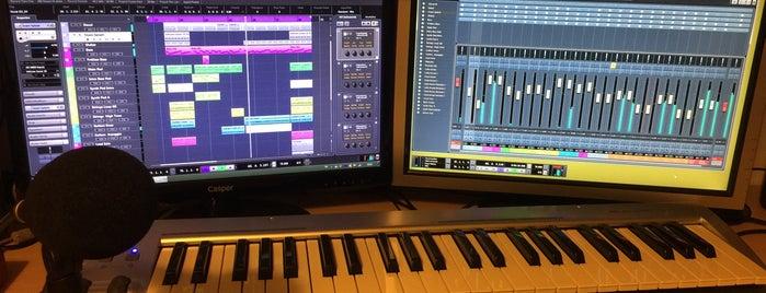 PNR Music Studio is one of Lugares favoritos de Emre.