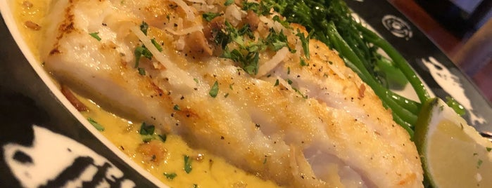 Fathoms Restaurant & Bar is one of Posti che sono piaciuti a PDX.