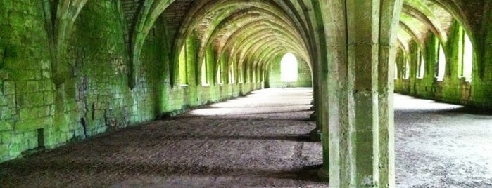 Fountains Abbey & Studley Royal Water Garden is one of ЛОНДРЕСОвое.
