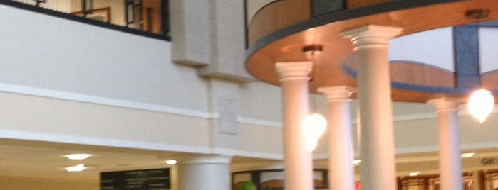 Broward Health Medical Center is one of สถานที่ที่ Bob ถูกใจ.