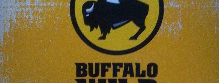 Buffalo Wild Wings is one of Tempat yang Disukai Daniel.